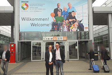 Dr. Roland Uphoff und Sandra Peters auf der Rehacare 2018, Fachmesse für Rehabilitation und Pflege.