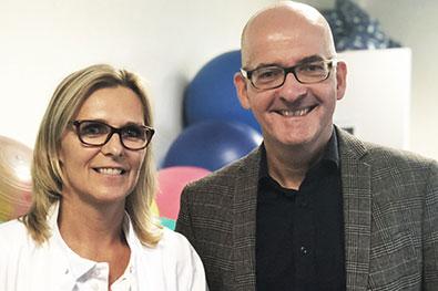 Geburtshilfe gelingt im Team: Vortrag in der Sana Klinik in Düsseldorf, hier mit Dr. Ines Milk, Chefärztin der Frauenklinik.