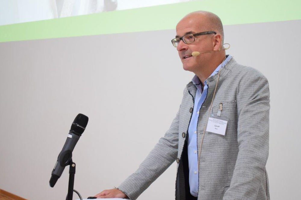 Dr. Roland Uphoff beim Vortrag während der Fortbildungsveranstaltung